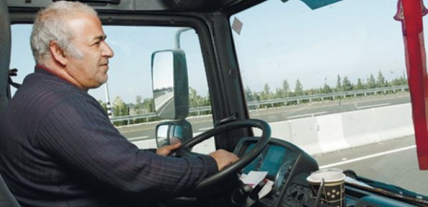 Truck drivers must put up with long hours on the road just to make a decent wage. Recent attempts to unionize, though, have been freighted with problems. published in Haaretz, 20.12.2011