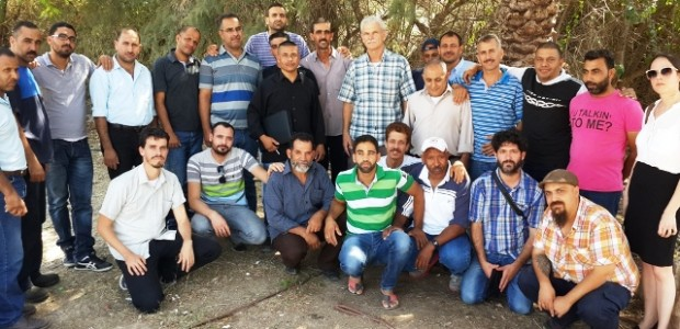 <p>Palestinian workers at Zarfati Garage in Mishur Edumim Settlement went on strike following the dismissal of the Union leader Hatem abu-Ziadeh.</p>